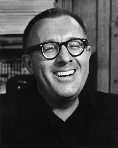 writing style of ray bradbury Ray bradbury, a prolific writer of science fiction and other genres, is really known for his use of descriptive language in writing his use of figures of.
